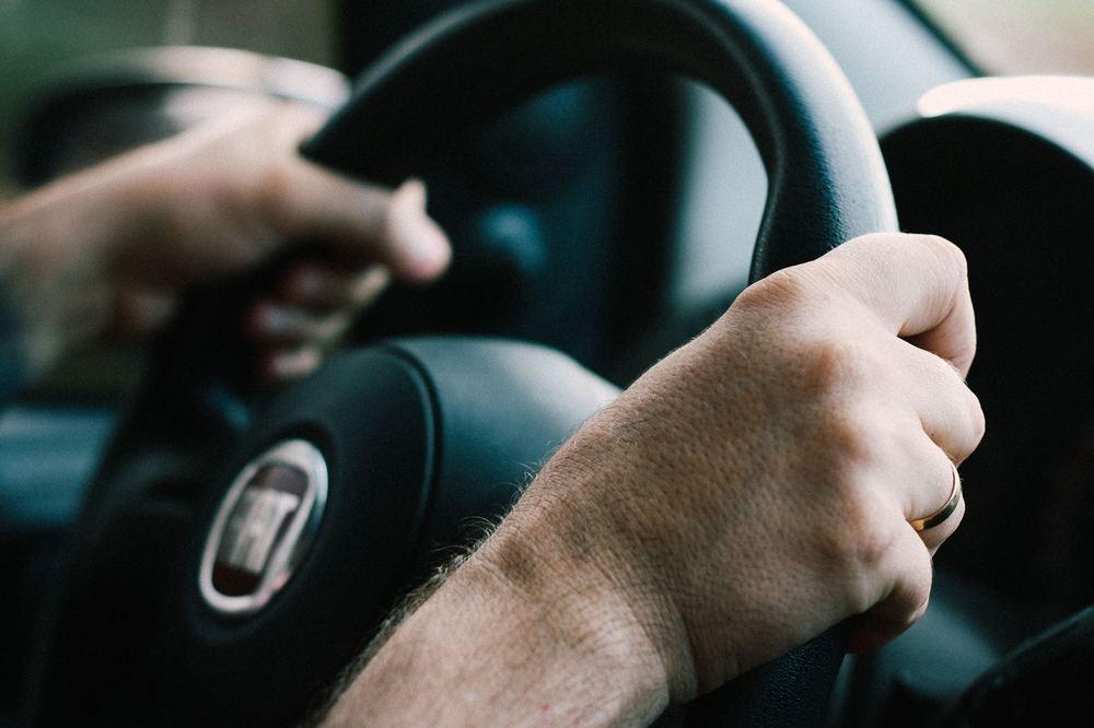 Modern och grön bilkörning